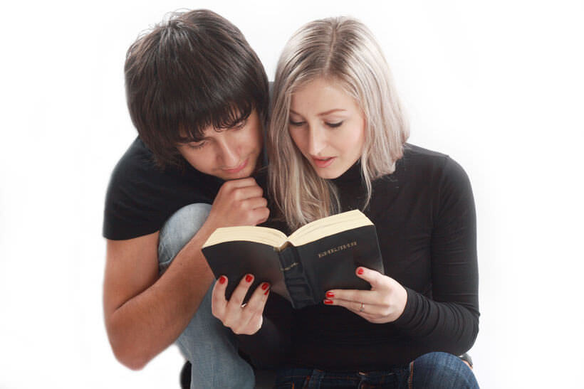 atheist dating a christian girl Read akiane- the child prodigy from the story from atheist to christian by relationships/dating it's my pleasure to share the amazing story of a young girl.